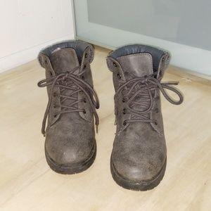 Adorable grey combat boots!!!!